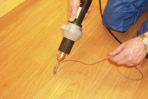 Сварка линолеума холодным и горячим методом (клеем и шнуром)