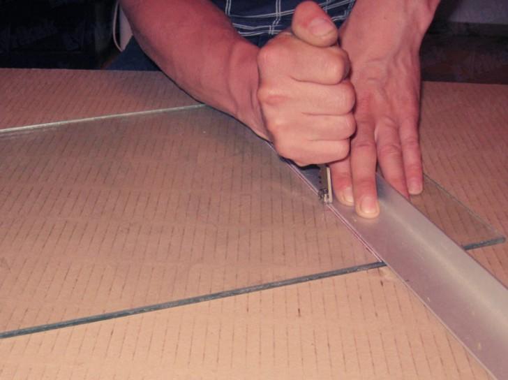 Как правильно резать стекло стеклорезом в домашних условиях?   строительные материалы