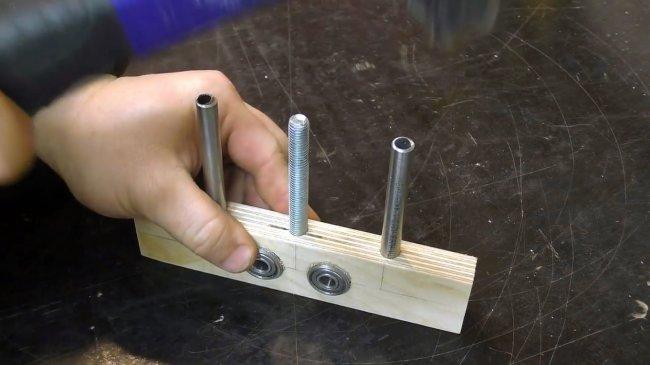 Маленькое устройство, решившее большую проблему. кондуктор для сверления отверстий под шканты и конфирматы